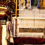 صادرات فرش به روسیه از یک «حمام قدیمی»/ فعالیت ۱۵۰ بافنده زیر نظر بانوی بهاری