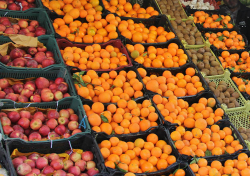 ۱۴ غرفه توزیع میوه شب عید در سطح شهرستان بهار